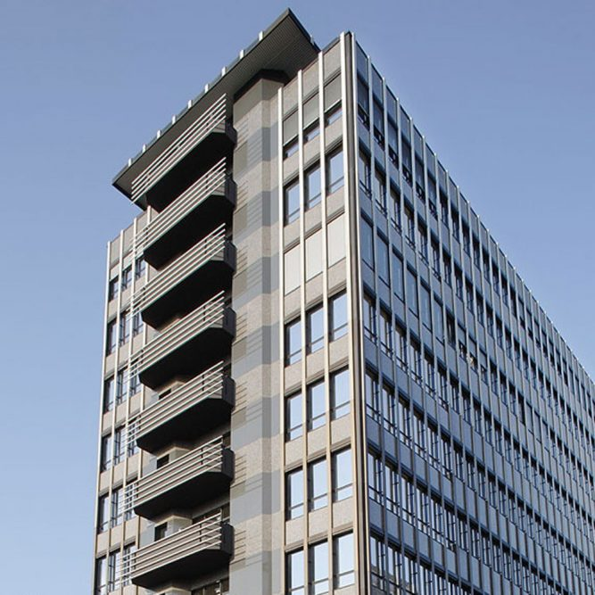 Bürocenter Nord Fassadendetail Nebengebäude obere Geschosse von unten aufgenommen