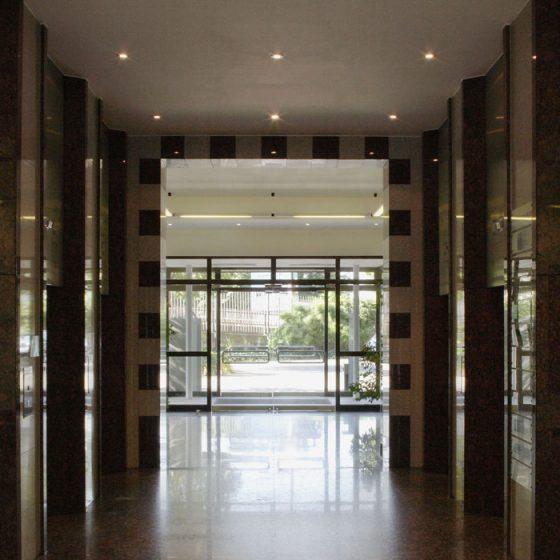 Bürocenter Nord Hauptgebäude Innenansicht Durchblick Entée Granitboden Granitverkleidungen Glastüre
