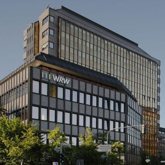 Bürocenter Nord Fassadenansicht Gebäude Kanzlerstraße Hauptgebäude kupferfarbenes Spiegelglas