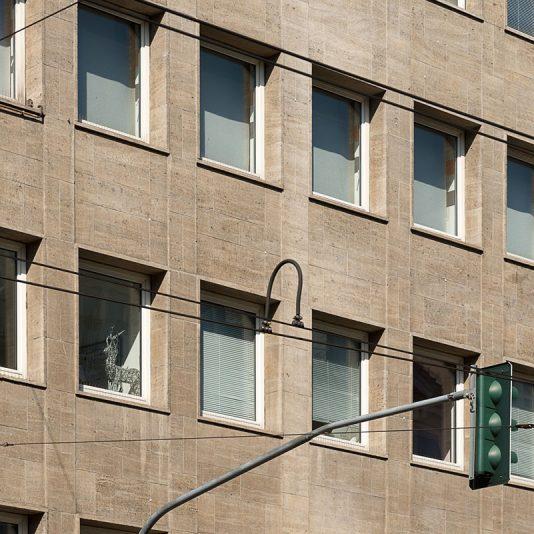 Jacobistraße Außenansicht Detail viele kleinere Fenster