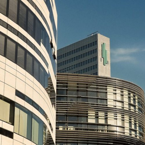 Fassadendetails Kö-Bogen im Blick Gebäude P&C und Breuninger