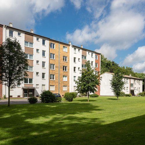 Zinkhüttenpark Ansicht der verschiedenen Gebäudefassaden vom Park aus betrachtet