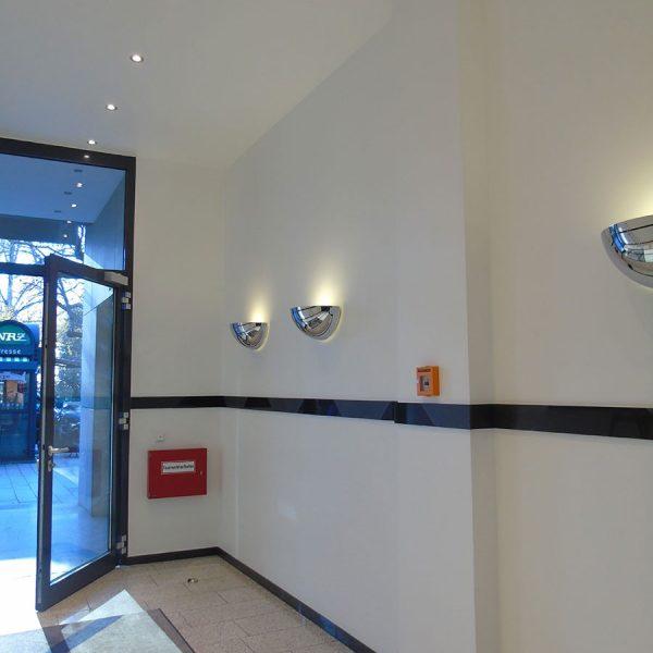 Königsallee 96 Innenansicht Flur mit Blick auf halb geöffnete Eingangstür