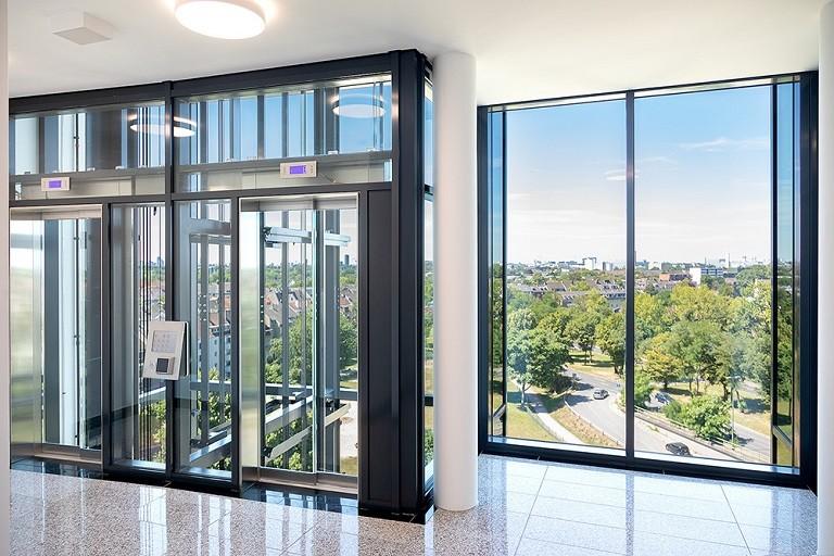 Arcadia Parc Blick durch Glasfahrstuhl aus 09. Obergeschoss