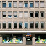 Am Wehrhahn Frontalansicht Fassade mit Ladenlokal dm im Erdgeschoss