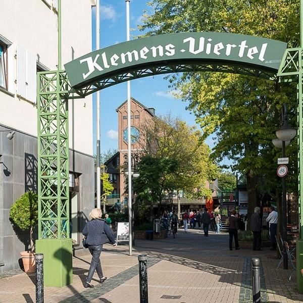 Klemensviertel entrance archway with inscription 'Klemens-Viertel'