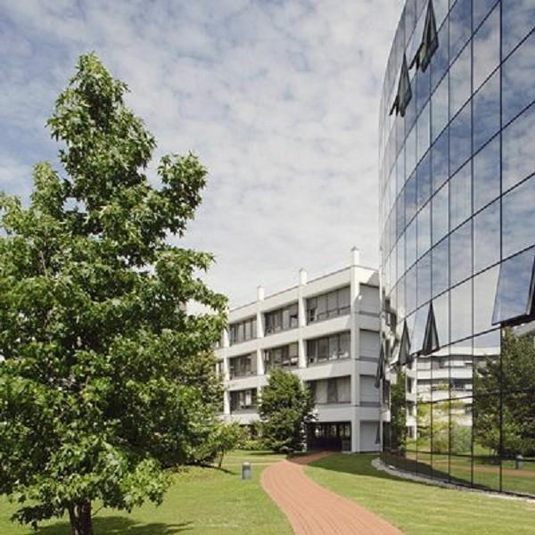 Prinzenpark outdoor facilities path along round building