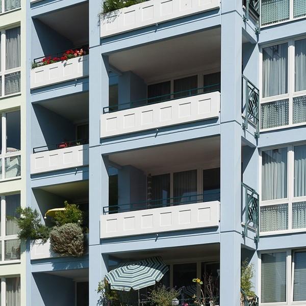 Prinzenpark facade in light blue detail greened balconies